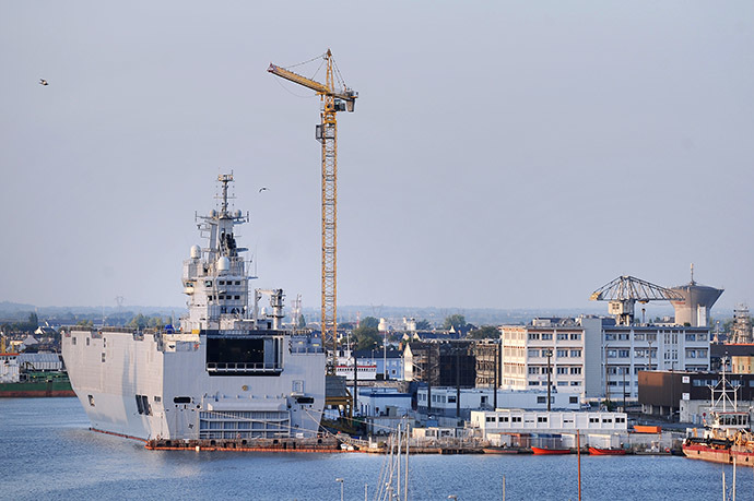 A picture taken on September 7, 2014 in Saint-Nazaire, western France, shows the Vladivostok warship, a Mistral class LHD amphibious vessel ordered by Russia to the STX France shipyard. (AFP Photo/Jean-Sebastien Evarard)