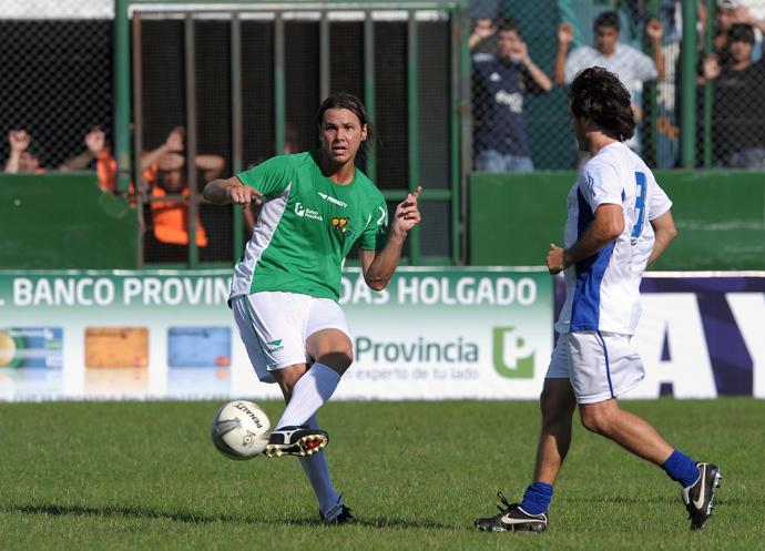 Argentine former footballer Fernando Redondo (L) (AFP Photo)