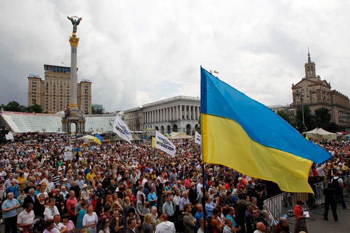 People attend the so-called people's veche (assembly) in Independence Square (Maidan Nezalezhnosti) in central Kiev June 1, 2014 (Reuters / Valentyn Ogirenko)