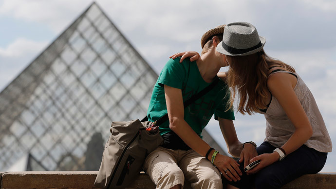Lip service: 10-sec kiss shares 80mn bacteria to build immune system, scientists say