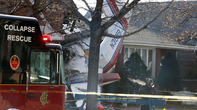 Pilot dead after plane crashes into Chicago home (PHOTOS)