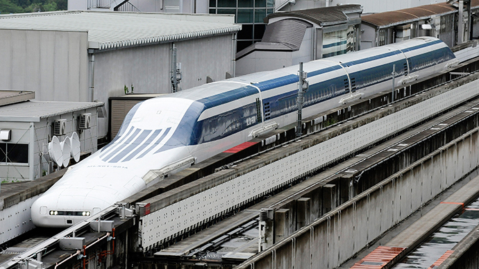 Fastest train ride: Japanese whooshed at 500kph on maglev test ride (VIDEO)