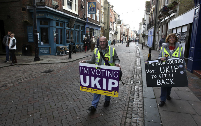 United Kingdom Independence Party (UKIP) supporters canvas for votes in Rochester, south east England, November 18, 2014. (Reuters/Paul Hackett)