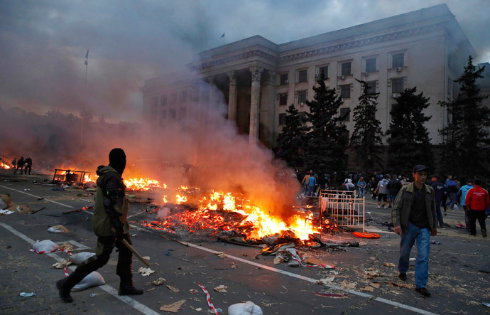 A protester walks near the trade union building in Odessa May 2, 2014. (Reuters / Yevgeny Volokin)