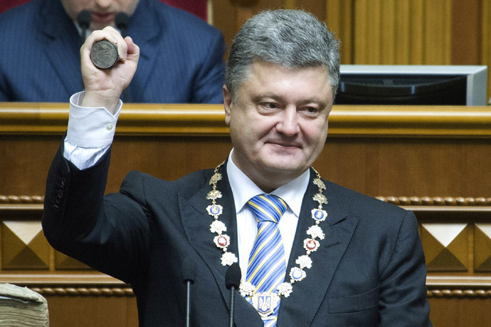 Ukraine's President Petro Poroshenko holding the Presidential stemp during a ceremony of his oath in the Parliament in Kiev. (AFP Photo / Presidential Press-Service / Anastasiya Syrotkyna)