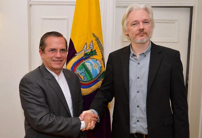 WikiLeaks founder Julian Assange (R) shakes hands with Ecuador's Foreign Minister Ricardo Patino (L) inside the Ecuadorian Embassy in London (AFP Photo/John Stillwell)