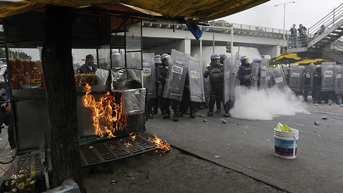Protesters clash with Mexico City riot police over student massacre (PHOTOS, VIDEO)