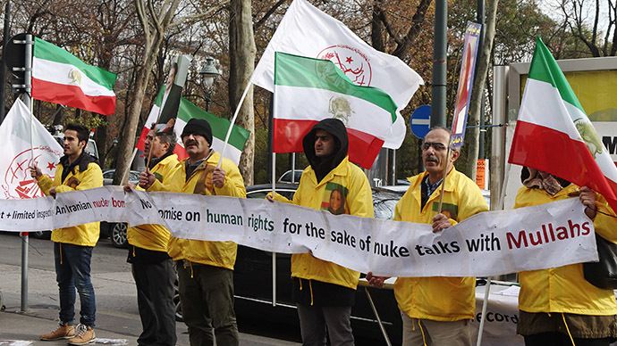 Demonstrators protest against Iran's regime opposite Coburg Palace, the venue of talks on Iran's disputed nuclear programme in Vienna November 19, 2014. (Reuters/Heinz-Peter Bader)