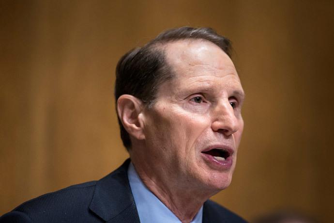 Committee chairman Senator Ron Wyden (AFP Photo / Brendan Smialowski)