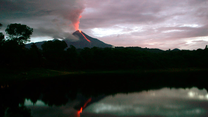 Mexican Volcano of Fire spews 5km-high pillar of ash (VIDEOS)