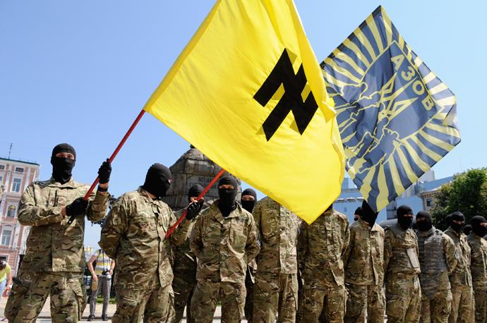 Azov battalion soldiers take an oath of allegiance to Ukraine in Kiev's Sophia Square before being sent to the Donbass region. (RIA Novosti / Alexandr Maksimenko)