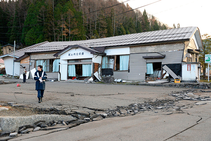 Damage caused by an earthquake is seen in Hakuba town, Nagano prefecture, in this photo taken by Kyodo November 23, 2014 (Reuters / Kyodo)