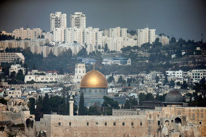 A general view shows the Dome of the Rock (L) and the Al-Aqsa mosques (R) in the Al-Aqsa mosque compound in Jerusalem's old city (AFP Photo / Thomas Coex)