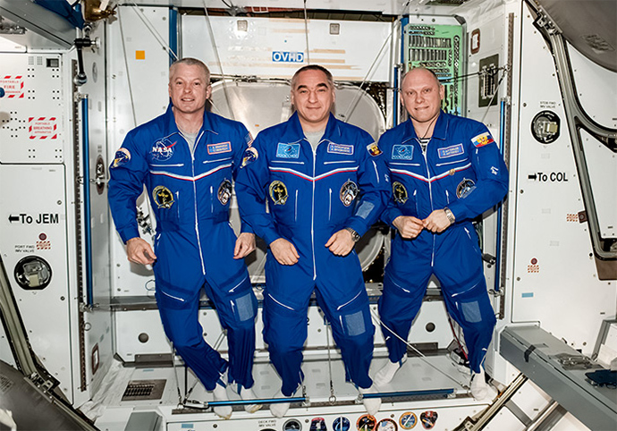 US astronaut Steve Swanson (L) and Russian cosmonauts Aleksandr Skvortsov and Oleg Artemyev at the International Space Station. (Image from artemjew.ru)