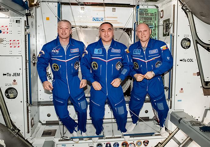 US astronaut Steve Swanson (L) and Russian cosmonauts Aleksandr Skvortsov and Oleg Artemyev at the International Space Station. (Image from artemjew.ru)
