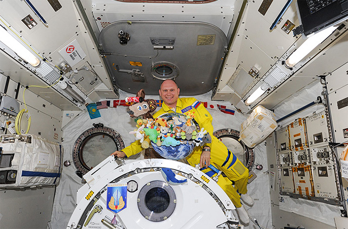 Russian cosmonaut Oleg Artemyev with toys used as indicator of weightlessness by ISS crews. (Image from artemjew.ru)