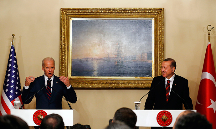 U.S. Vice President Joe Biden (L) speaks next to Turkey's President Tayyip Erdogan during a news conference following their meeting at Beylerbeyi Palace in Istanbul November 22, 2014 (Reuters / Murad Sezer)