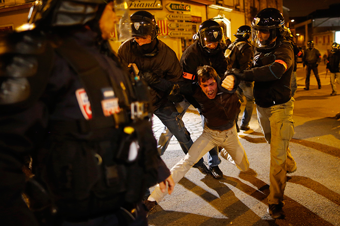 A protester is arrested during a demonstration against police brutality in Nantes, western France, November 22, 2014 (Reuters / Stephane Mahe)