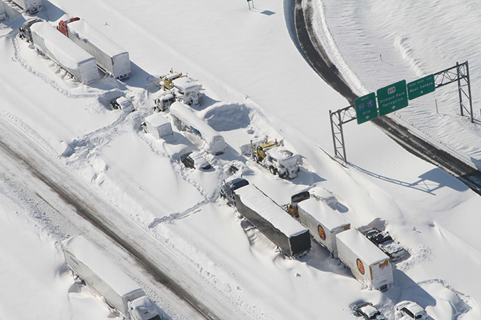 This aerial photo obtained courtesy of the Erie County Sheriff's Office shows the snowbound interchange of I-90 and Route 219 on November 20, 2014 in Orchard Park, NY. (AFP Photo/Erie County Sheriff's Office)