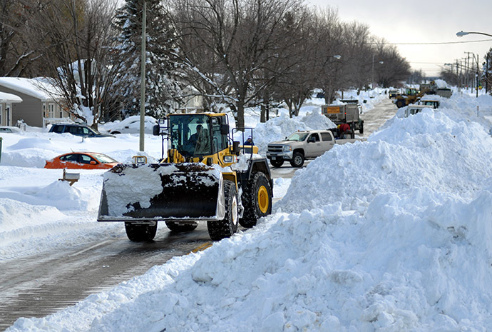 A High Loader works to clear snow along McKinley Park Avenue on November 20, 2014 in the suburb of Blasdell, Buffalo, New York. (AFP Photo/John Normile)