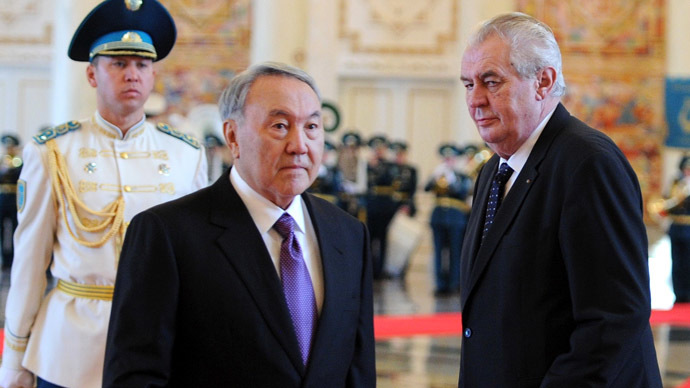 Kazakhstan Nursultan Nazarbayev (C) welcomes his Czech counterpart Milos Zeman (R) during their meeting in Astana on November 24, 2014. (AFP Photo/Ilyas Omarov)