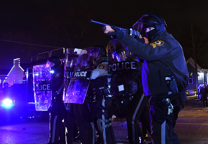 Police clash with protesters following the grand jury decision in the death of 18-year-old Michael Brown in Ferguson, Missouri, on November 24, 2014 (AFP Photo / Jewel Samad)