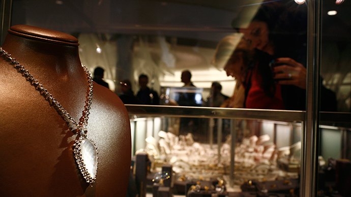 €300k down the tube: Thieves tunnel into Cologne jewelry store