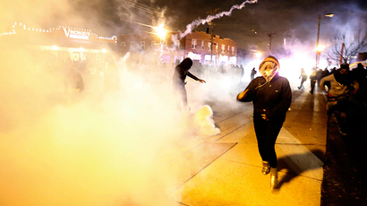 Night of fierce riots: Ferguson madness as witnessed by RT news team (PHOTOS, VIDEO)
