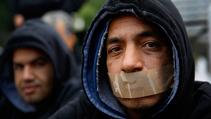 Syrian refugees launch hunger strike outside Greek parliament