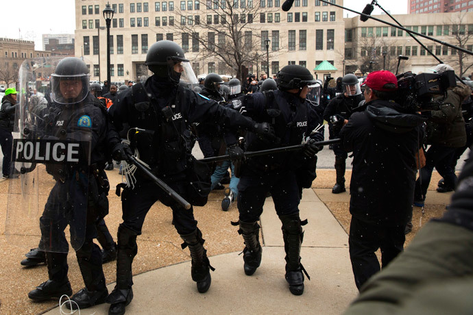 Police officers react to a group marching in protest of the grand jury decision on the killing of Mike Brown as they attempt to force their way into St. Louis City Hall in St. Louis, Missouri November 26, 2014.(Reuters / Lucas Jackson)