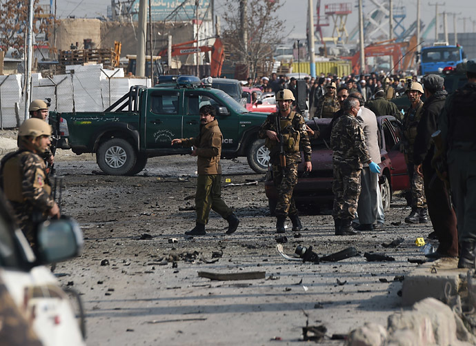Afghan intelligence personnel inspect the site of a suicide attack along the Kabul-Jalalabad road in Kabul on November 27, 2014. (AFP Photo/Shah Marai)