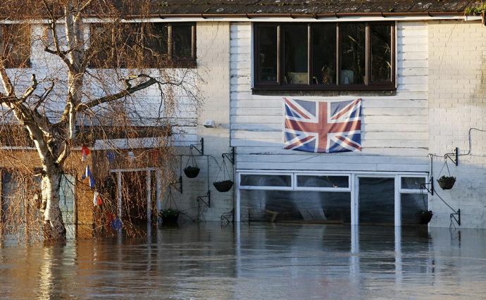 Flooded property is seen in Wateringbury, southern England December 26, 2013. (Reuters/Luke MacGregor)