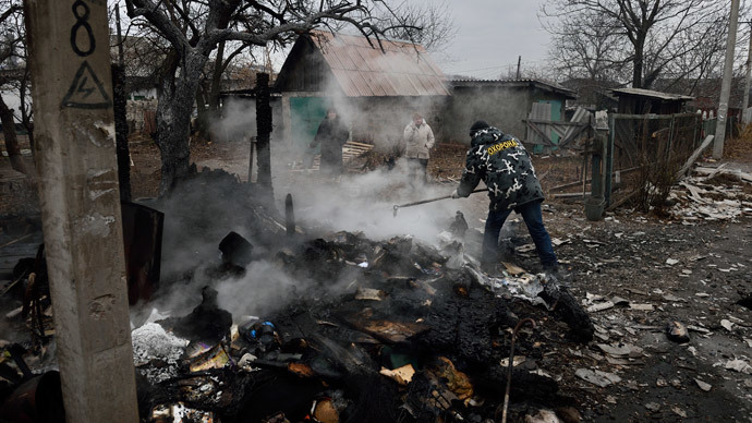 People stand by the remains of a shed after shelling, allegedly bythe Ukrainian army in the eastern Ukraine city of Donetsk on November 27, 2014. (AFP Photo / Eric Feferberg)