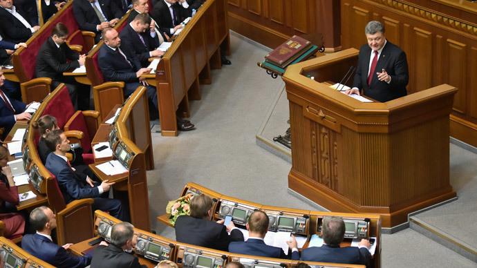 Ukrainian President Petro Poroshenko gives a speech during a parliament session in Kiev on November 27, 2014. (AFP Photo / Sergei Supinsky)