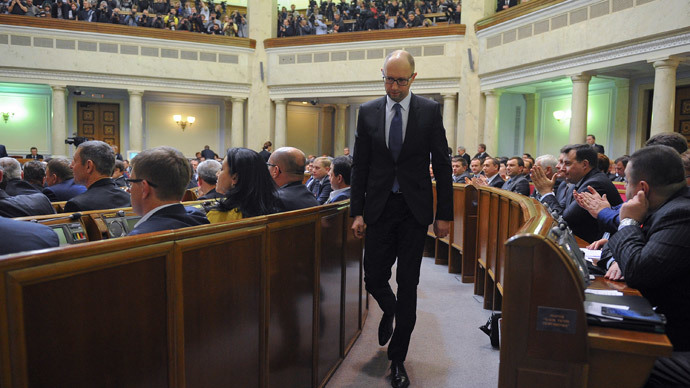 Ukraine's Prime Minister Arseny Yatseniuk walks during a session of the parliament in Kiev November 27, 2014.(Reuters / Andrew Kravchenko)