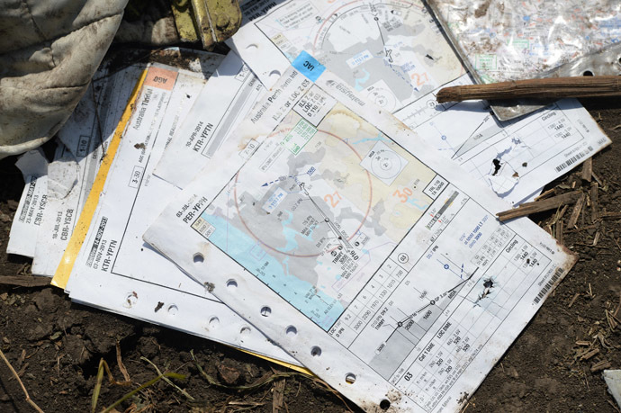 The breakage of the aircraft forebody, at the crush site of the Malaysian Airlines Boeing 777, outside the village of Grabovo, near Shakhtyorsk, Donetsk Region. (RIA Novosti)