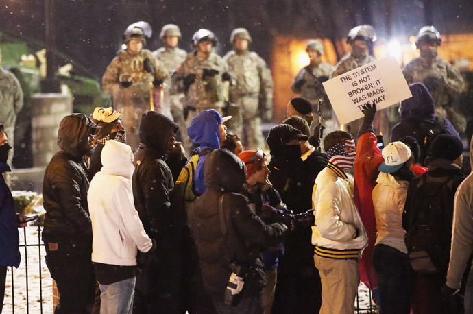 National Guard troops guard the police station on November 26, 2014 in Ferguson, Missouri. (AFP Photo/Scott Olson)