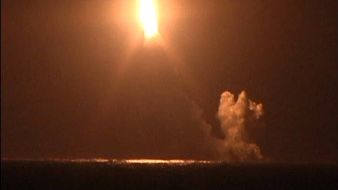 Night set alight as Russian sub test-launches Bulava missile (VIDEO)