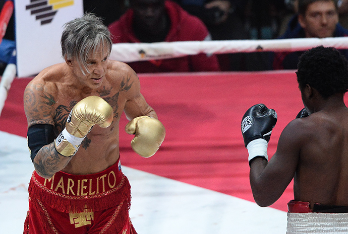U.S. actor and boxer Mickey Rourke during a fight against U.S. boxer Elliot Seymour (RIA Novosti / Alexander Vilf)