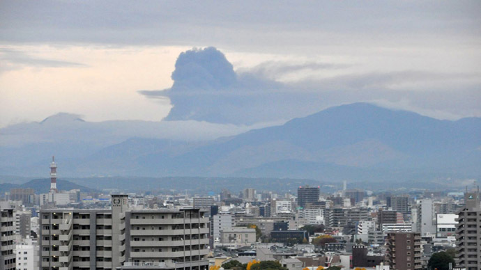 This handout picture taken by Fukuoka Local Meteorological Observatory on November 26, 2014 and released by Japan Meteorological Agency on November 27 shows smoke rising from Mount Aso at Kumamoto on Japan's southern island of Kyushu. (AFP Photo/Japan Meteorological Agency)