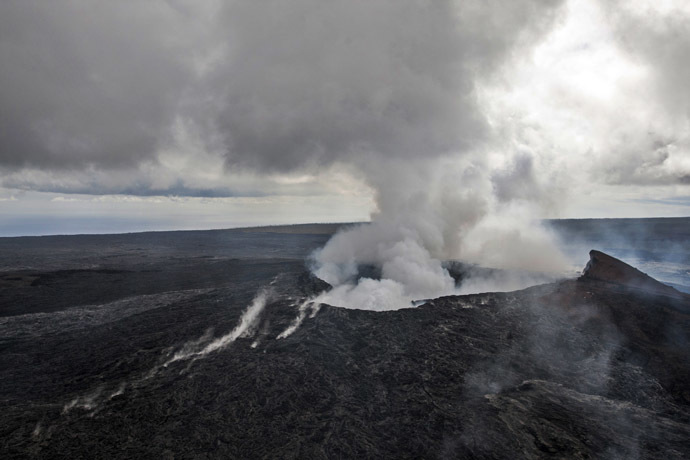 Smoke rises from the Pu'u O'o vent on the Kilauea Volcano on the Big Island of Hawaii. (Reuters/Marco Garcia)