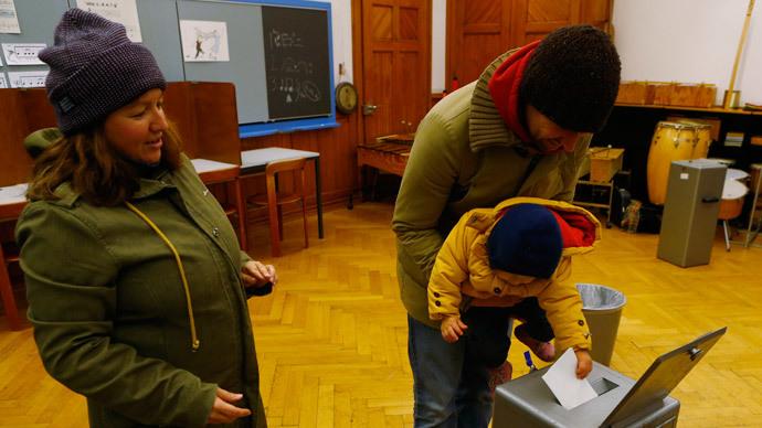 Swiss voters reject 'severe' immigration quotas