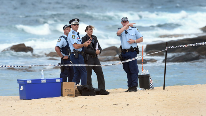 Children dig up baby's body on Australian beach