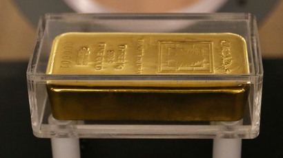 Gold tumbles to 3-week low after Swiss decide not to hoard
