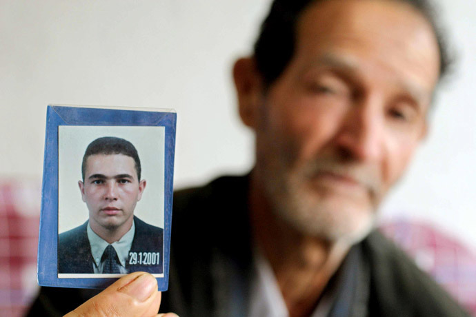 Matozinho Otoni da Silva, the father of of 27-year-old Brazilian electrician Jean Charles de Menezes, shows a photograph of his son 24 July 2005 in Gonzaga, Minas Gerais. (AFP Photo / Alexandre Motta / AEstado Brazil out Internet out)