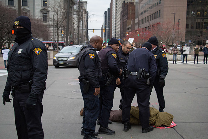 Police in Cleveland, Ohio arrest a protester during a demonstration at Public Square November 25, 2014. (AFP Photo/Jordan Gonzales)