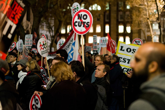 Anti-austerity cut protestors demonstrate outside the offices of the European Commission Representation in the UK in central London on November 14, 2012. (AFP Photo / Leon Neal)
