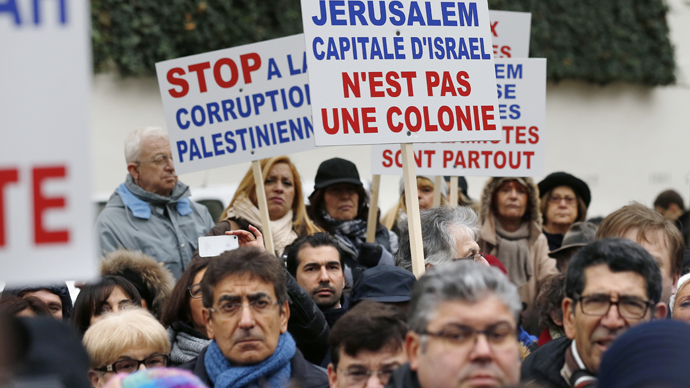 People gather to protest against the vote by French lawmakers of a symbolic non-binding motion to recognise Palestine on December 2, 2014 in front of the French National Assembly in Paris. (AFP Photo / Thomas Samson)
