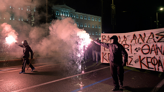 Greek protesters smash cars, clash with police in Athens (PHOTOS, VIDEO)