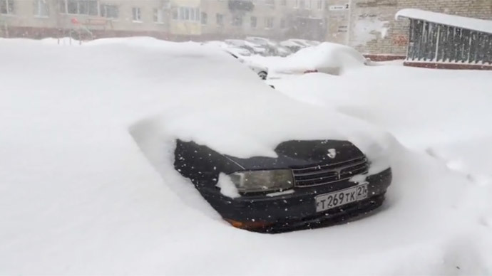 Freak Russian blizzard: Mad snow storm swallows cars, streets, buildings in Far East